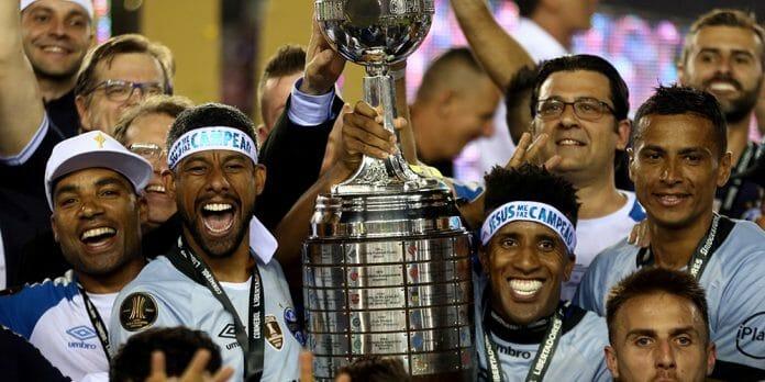 Com jogadores de sua base e soberano na final, Grêmio conquista tri da Libertadores
