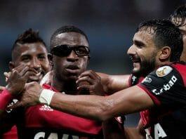 Vinicius Júnior e Henrique Dourado (à dir.)