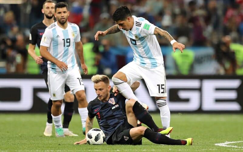 Mascherano (esq.) e Perez