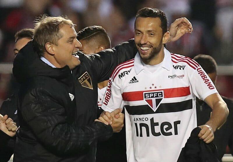 Diego Aguirre e Nenê (à dir.).