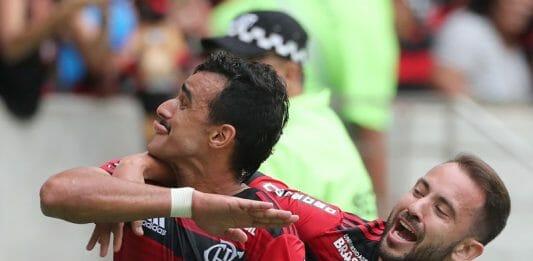 Henrique Dourado (à esq.) e Everton Ribeiro