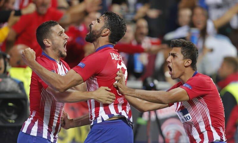 Diego Costa (centro)