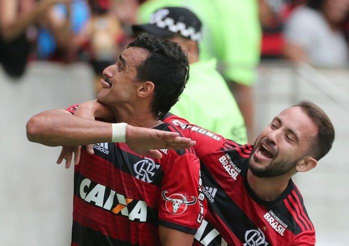 Henrique Dourada (à esq.) e Everton Ribeiro